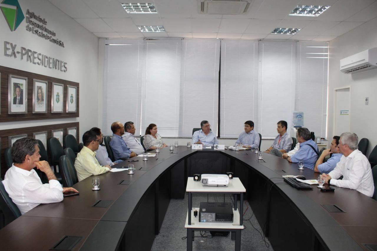 Reunião na Sedet discute fortalecimento das cadeias de avicultura e suinocultura no Ceará